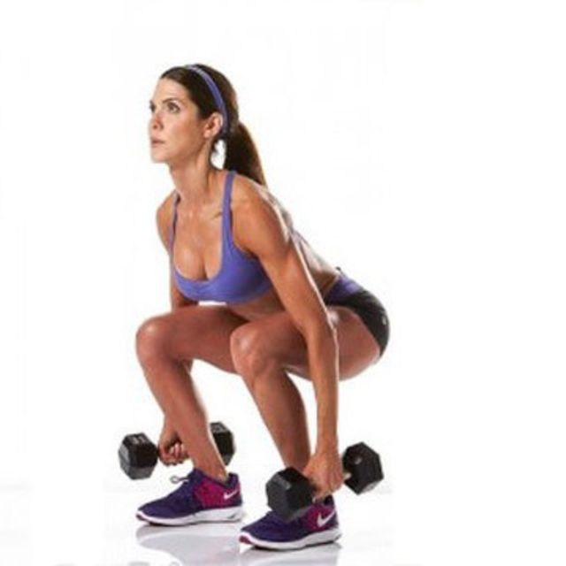 How to do: dumbell squat - Step 1
