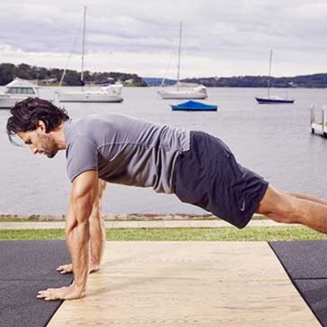 How to do: D Up Down Plank - Step 5