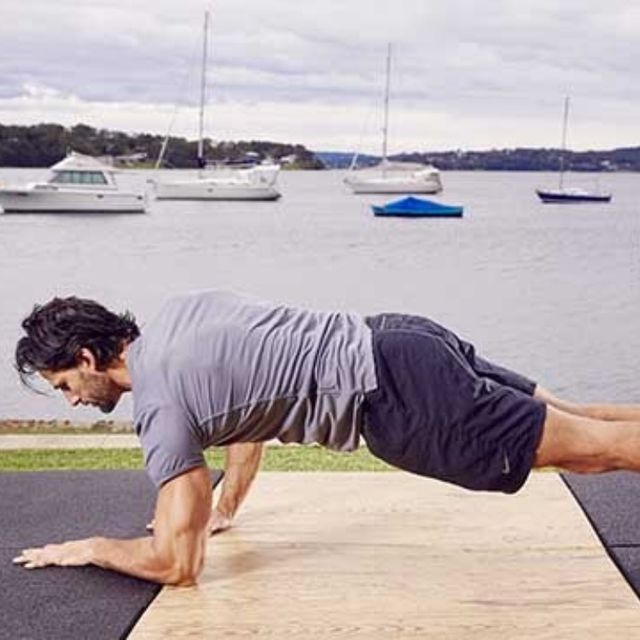 How to do: D Up Down Plank - Step 4