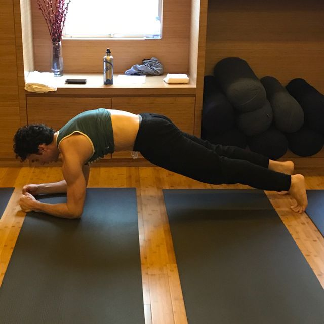 How to do: Hollow Body Plank - Step 1