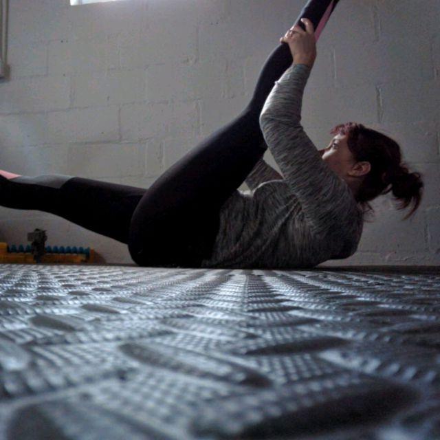 How to do: Single Straight Leg Stretch - Step 3
