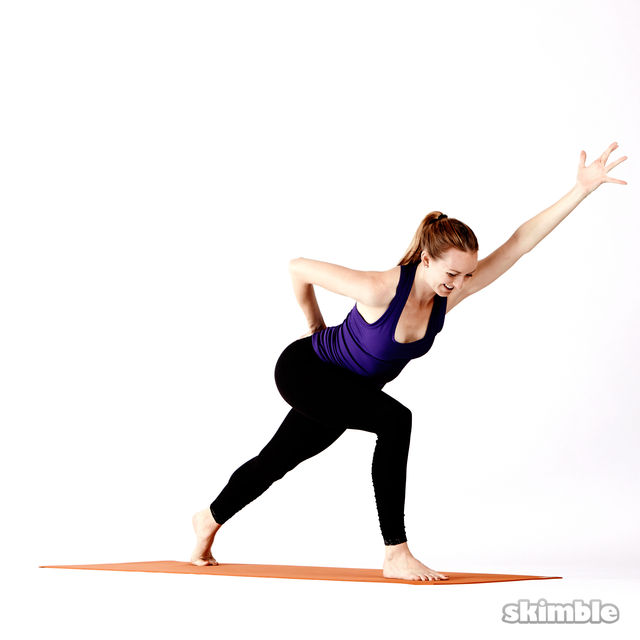 How to do: Twisting High Lunges - Step 4
