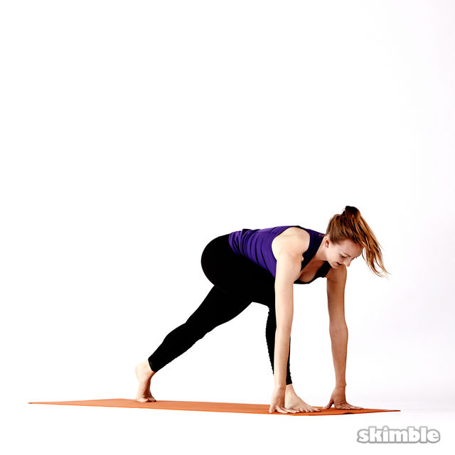 How to do: Twisting High Lunges - Step 3