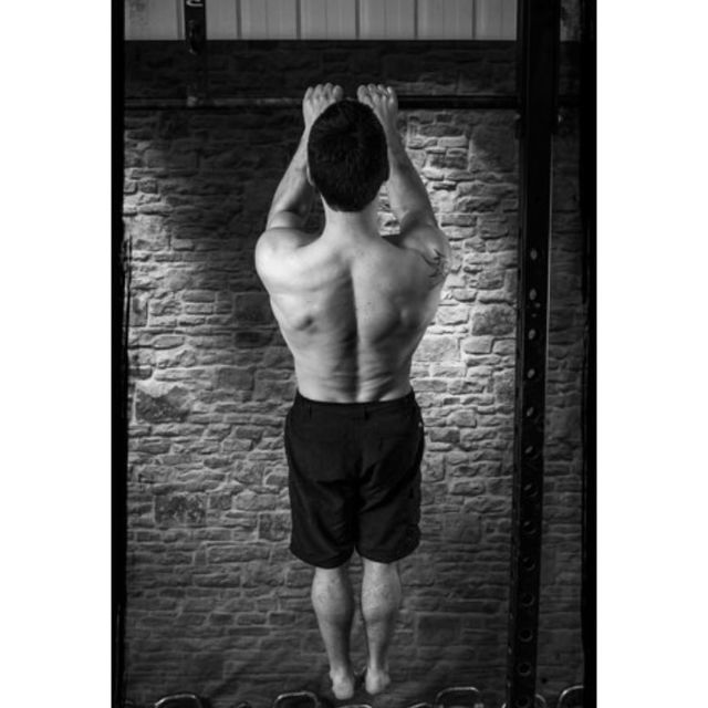 How to do: Close Arm Pull-up - Step 1