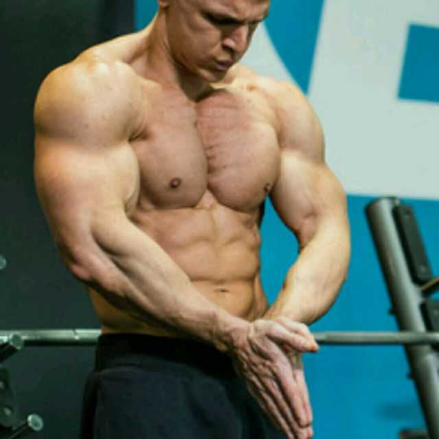 How to do: Middle Incline Chest Flex - Step 1