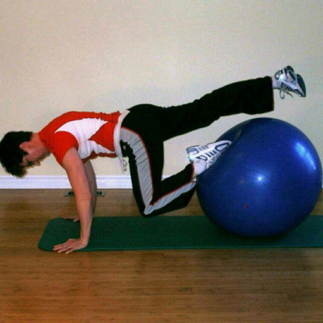 How to do: Single Knee Tuck - Step 2