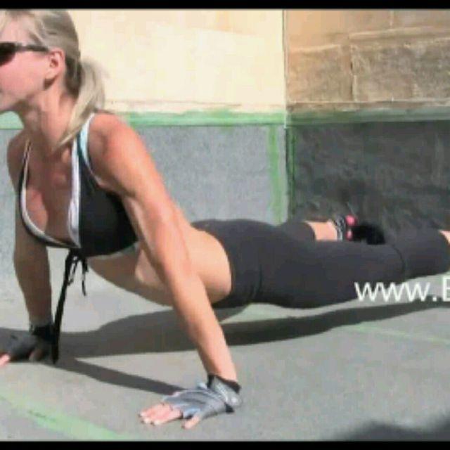 How to do: Dive Bomber Knee Tucks - Step 3
