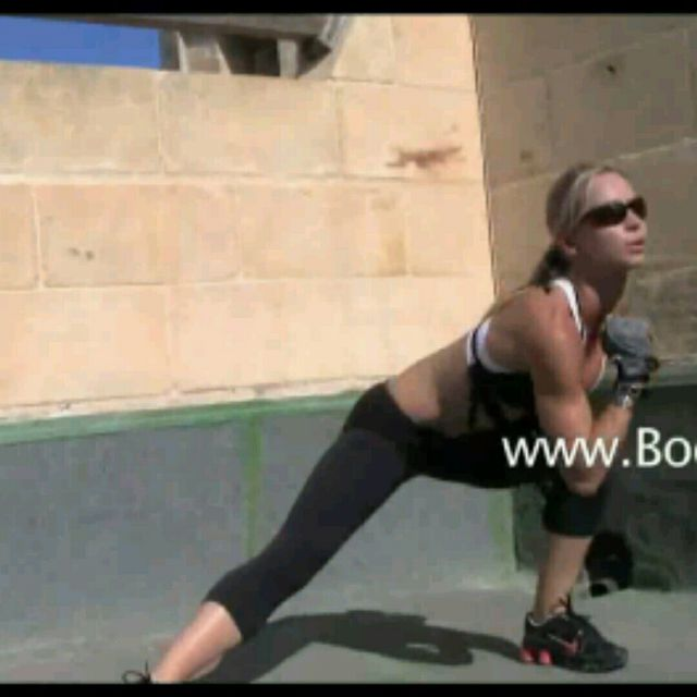 How to do: Side Jump Lunge - Step 3