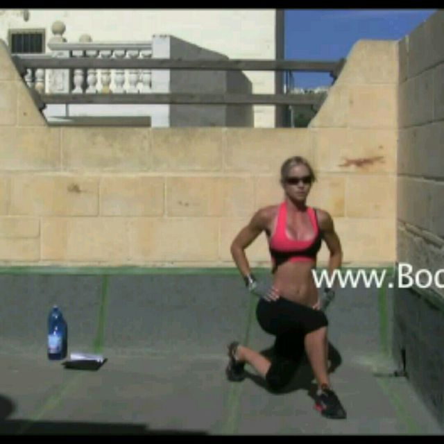 How to do: Cross over Lunges - Step 2