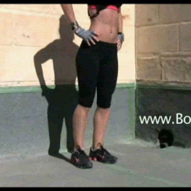 How to do: Cross over Lunges - Step 12