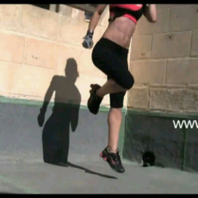 How to do: Side Lunge Jump (Linkes Bein) - Step 2