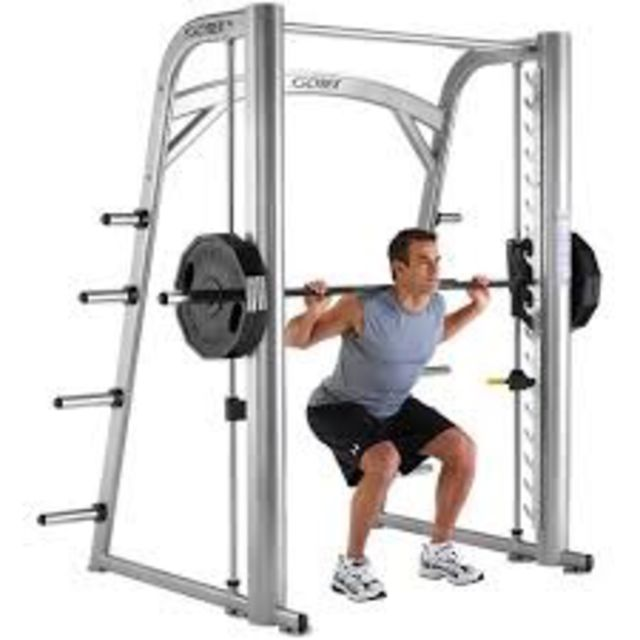 How to do: Smith machine Squat - Step 1