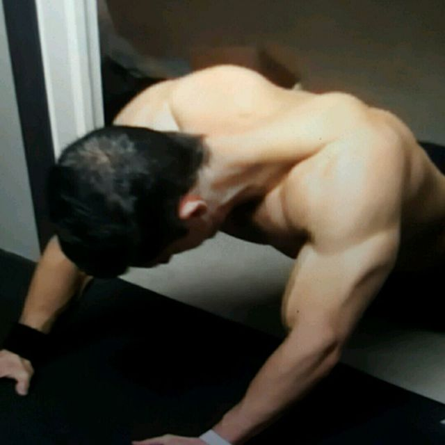 How to do: PULL Plank Sliders - Step 6