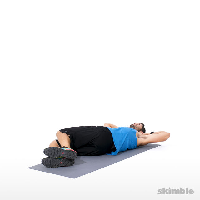 How to do: Alternating Side Crunches - Step 3