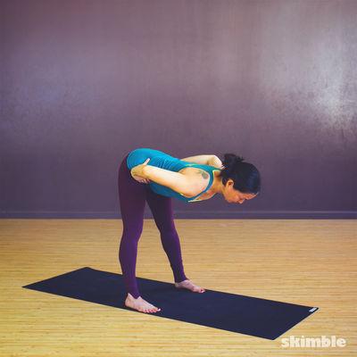 Inclinación hacia adelante con las piernas separadas