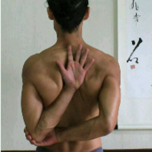 How to do: Arms Back Stretching - Step 1