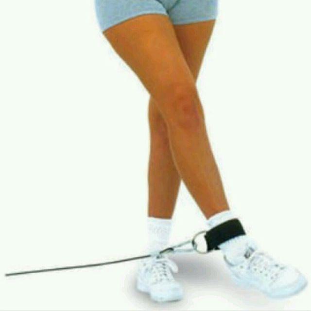 How to do: Отведение Ноги В Сторону С Эспандером - Step 1