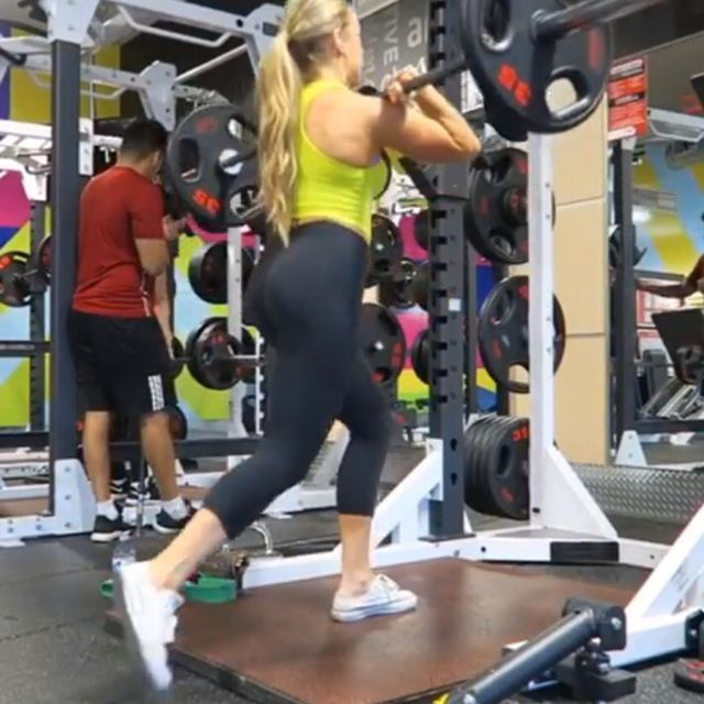 How to do: Barra Squat Incrociati - Step 1
