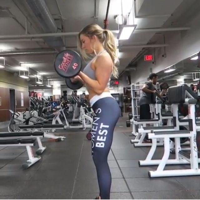 How to do: Barbell Curl Biceps - Step 1