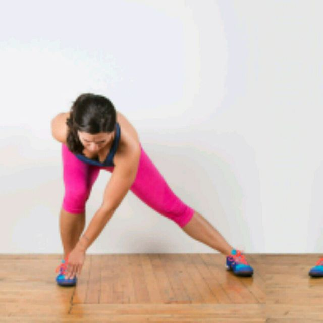 How to do: Alternating Lunge Touch - Step 1