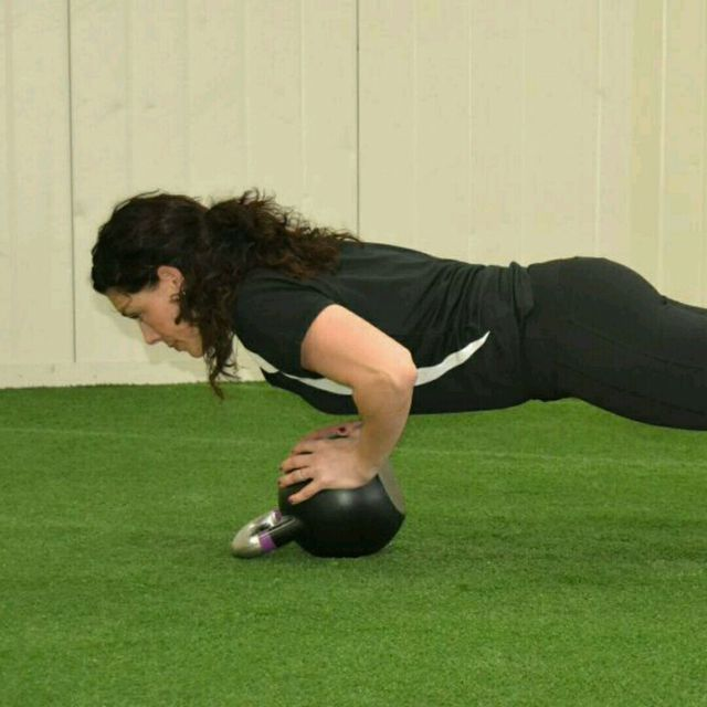 How to do: Diamond Push-Ups With Kettlebell - Step 1