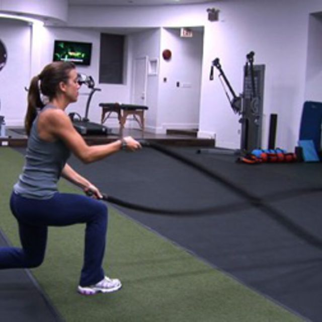 How to do: Battle Rope Stand To Kneel - Step 1
