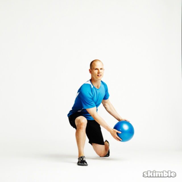 How to do: Split Squat Ball Toss - Step 2