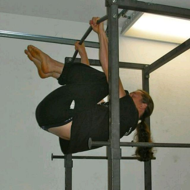 How to do: Tuck Front Lever Hold - Step 1
