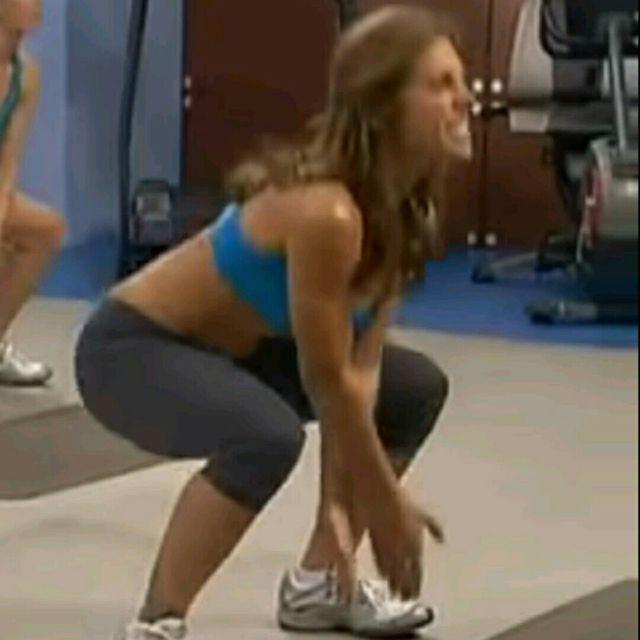 How to do: X Squats - Step 3