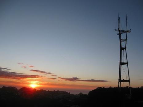 Twin_peaks_sunset