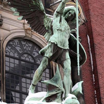 Michael-statue_full