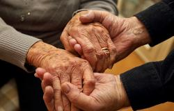 Apixaban May Be Best DOAC for Frail, Older Patients With AF