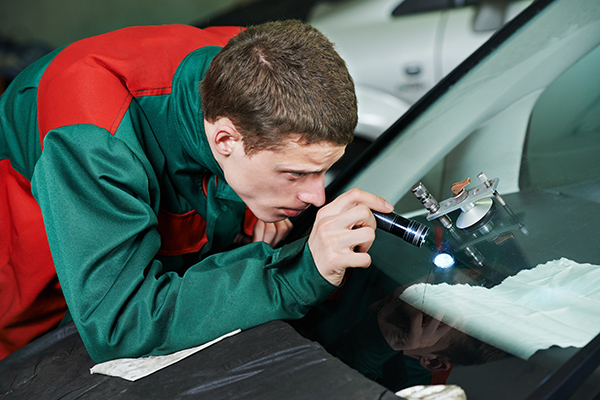 carregistrationadvisors.org blog: 3 Signs You Have a Crack in Your Windshield According To Experts At CarRegistrationAdvisors.org