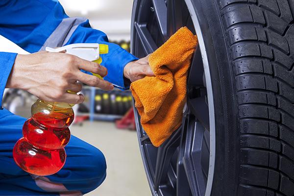 carregistrationadvisors.org blog: 3 Tips From CarRegistrationAdvisors.org for Cleaning Your Tires and Rims