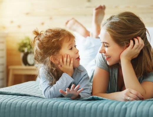 madre-hablando-con-hija