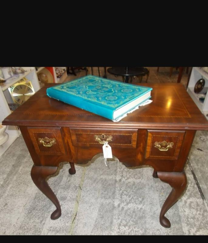 Chippendale Hancrafted Councill banded mahogany table