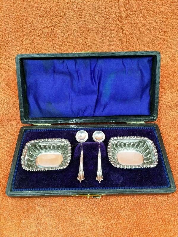 Antique Sterling Silver British Hallmarked Cased Salts 1909 & 1923 Spoons J Collyer & Co Ltd