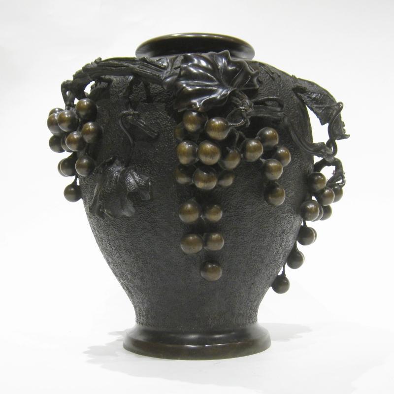 Japanese Edo Period Bronze Vase with Berryvine Motif by Murata Seimin (1761-1837)