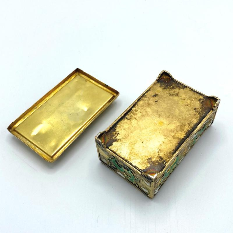Chinese Gilt and Enameled Silver Snuff Box with Abacus Lid