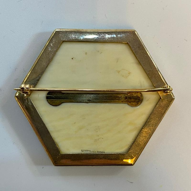 Wedgwood Gold Brooch Retailed by London and Ryder of London