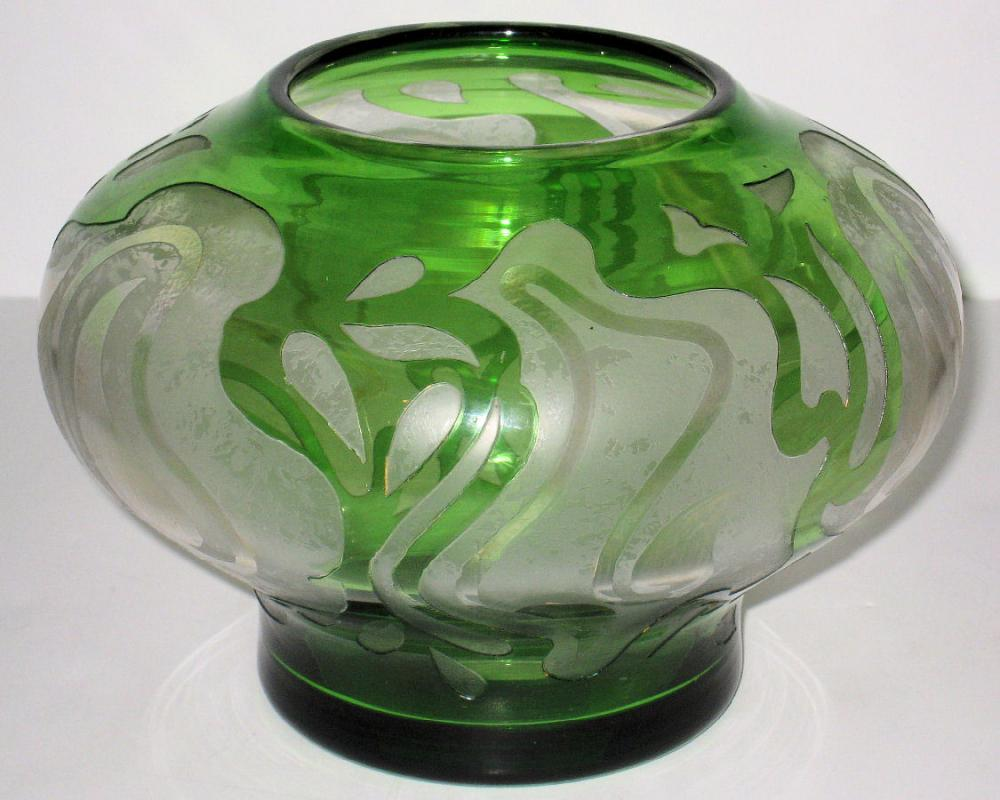 Honesdale American Art Nouveau / Art Deco Cameo Glass Vase