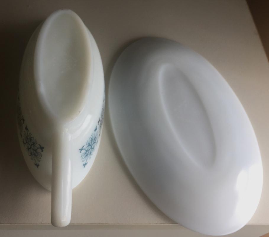 Mid-Century JAJ GRAVY BOAT + Oval dish / saucer /White/ PYREX / CHELSEA Pattern/ 1950s 1960s / RETRO