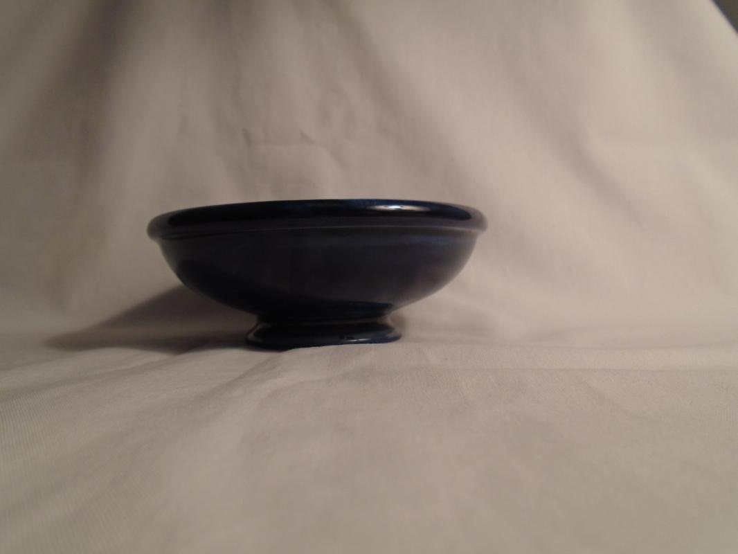 Beautiful MOORCROFT Pottery small bowl / pin tray Potters to the Late Queen Mary Stamped