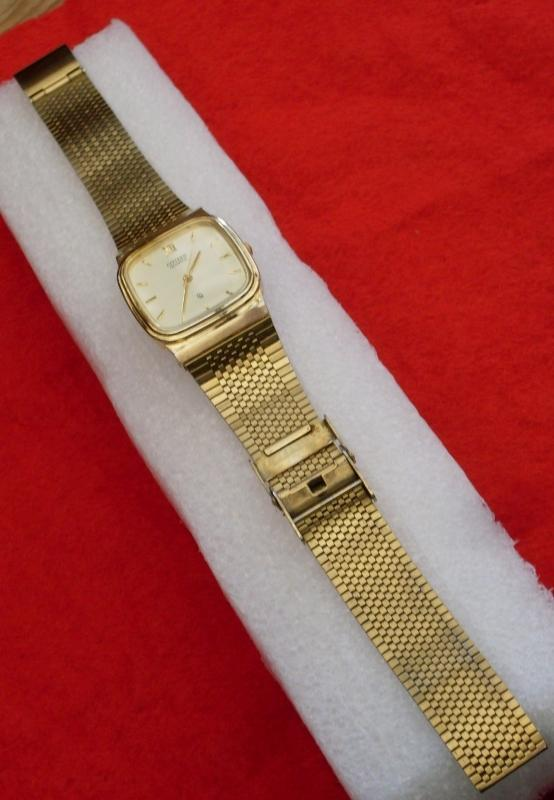 MENS CITIZEN Gold style Wrist Watch _quartz_ Japan Movement_ being Vintage LIKE NEW_No Scratches to Glass Dial_No Wear to Strap_ Excellent Working Order