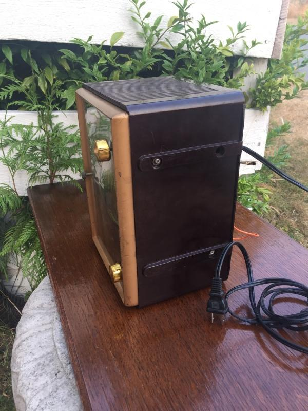 SERVICED 1940s Famous MARCONI Tube RADIO Bakelite Cabinet No Damage to Bakelite. Rare Find !