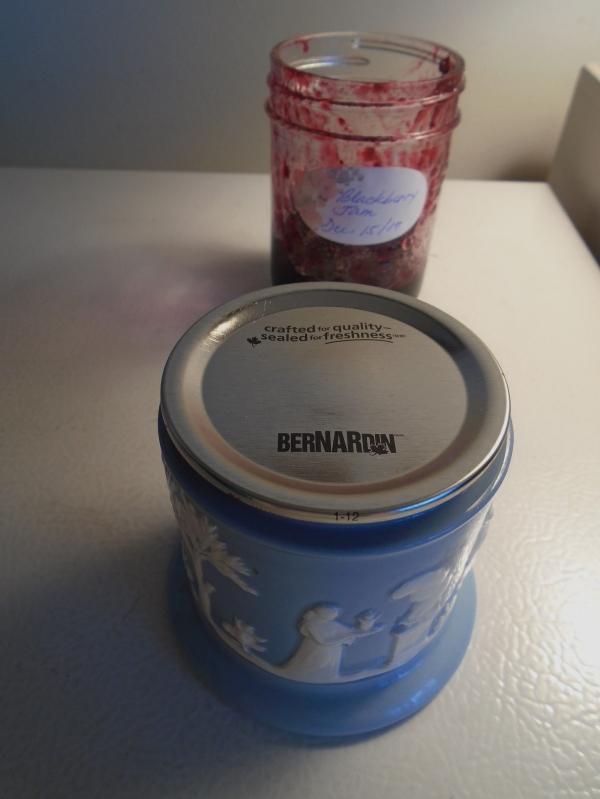 WEDGWOOD Ofetruria and Barlaston Queensware Queen's Ware POT