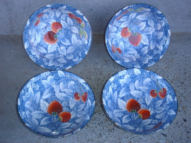Pottery NEW Japanese Bowls THE ART of Japanese Culture ~ Beautiful STRAWBERRY pattern  Size 5.75 Inches x 2.75 Inches High