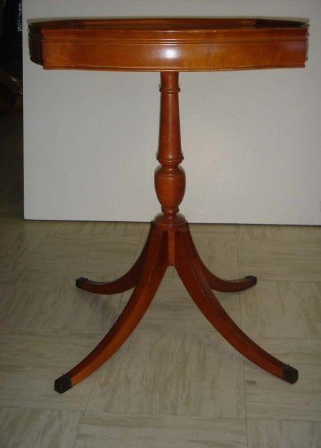 Collectible  CHESS  / CHECKERBOARD Solid Wood  TABLE. Glass on Wood.   Glass in MINT Condition.