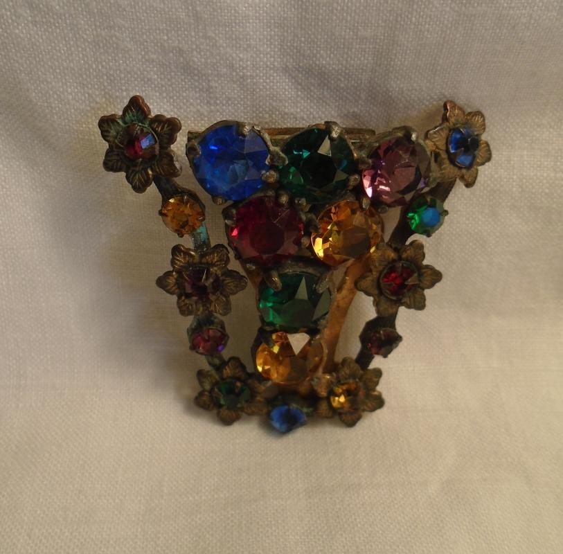 Victorian V shaped FUR COAT CLIP / BROOCH Multi colored glass stones Cut + Polish ROUND_Old European Cut Diamond Shape