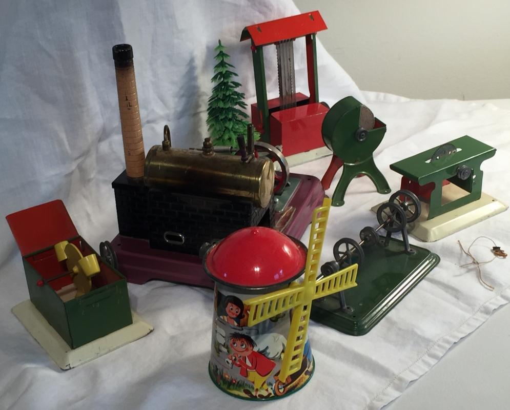 FLEISCHMANN _ Made in Germany_ ABSOLUTELY TESTED WORKING _ actually LIKE NEW for being vintage_ WHOLE LOT OF BEAUTIFUL TIN Steam Engine accessories.